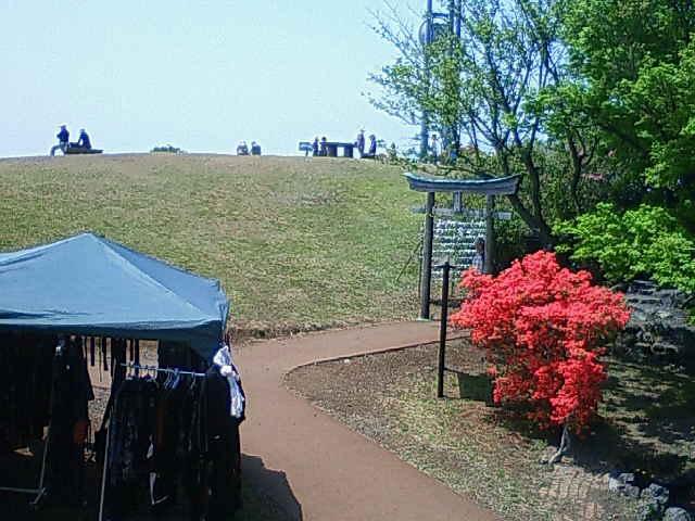 小室山公園つつじ祭り最終日・小室山山頂フリーマーケット